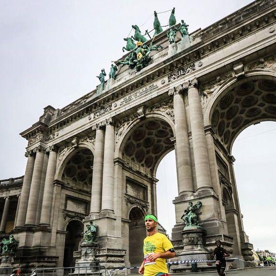 Strumming my way through the Paris Marathon!